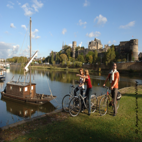 Romantic bike tour along the Loire from Tours to Angers